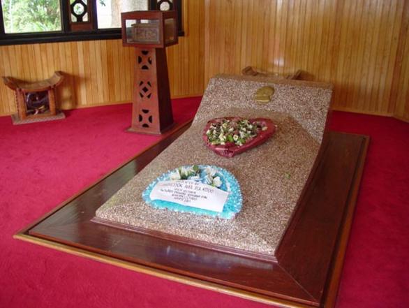Dubois grave.png